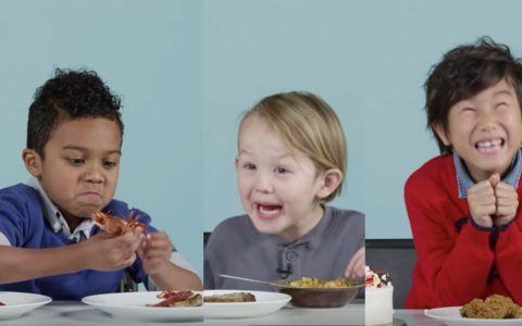 American Kids try Christmas foods from around the world