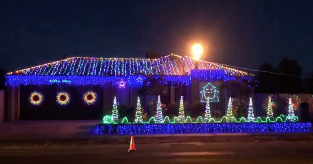 Christmas lights synchronized to AC/DC Thunderstruck - Epic Christmas Lights Synchronized To AC/DC Thunderstruck