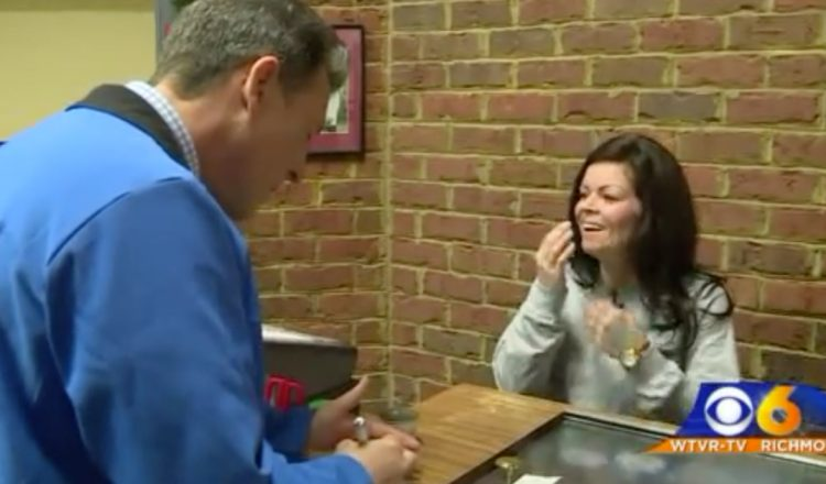 waitress gets huge tip after rough year