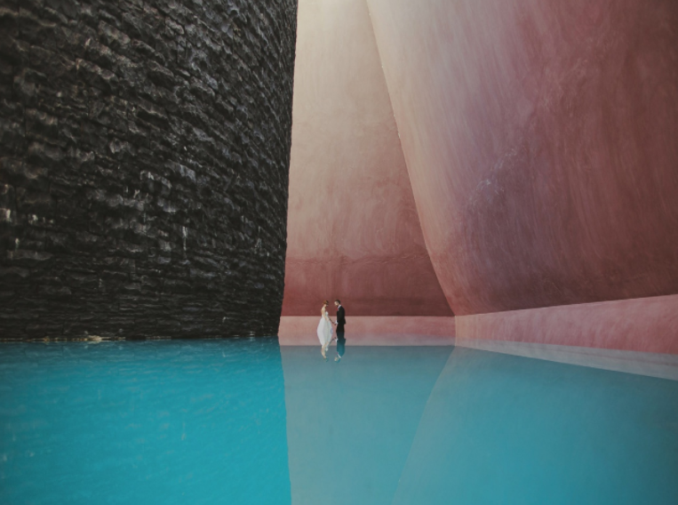 Mind-Blowingly Beautiful Wedding Photos _ water pool _ everything inspirational