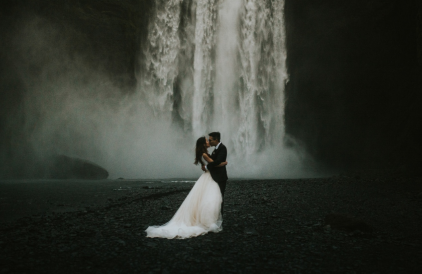 Mind-Blowingly Beautiful Wedding Photos _ waterfall _ everything inspirational
