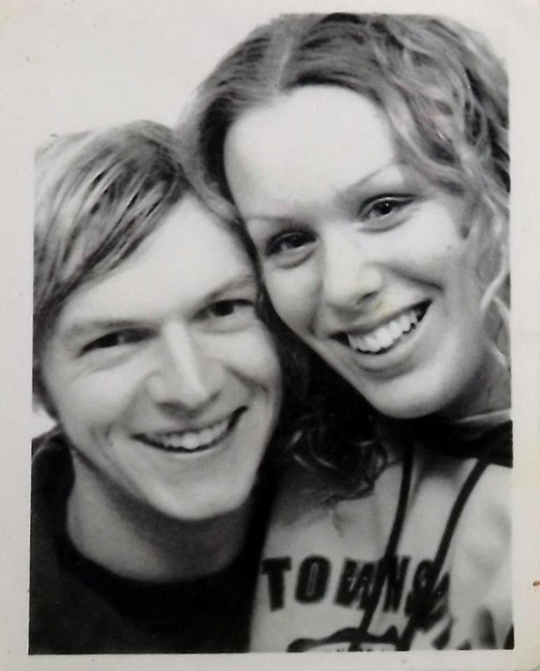 17 Years Ago They Climbed Into A Photo Booth And They Keep Going Back _ 2001 _ All Created