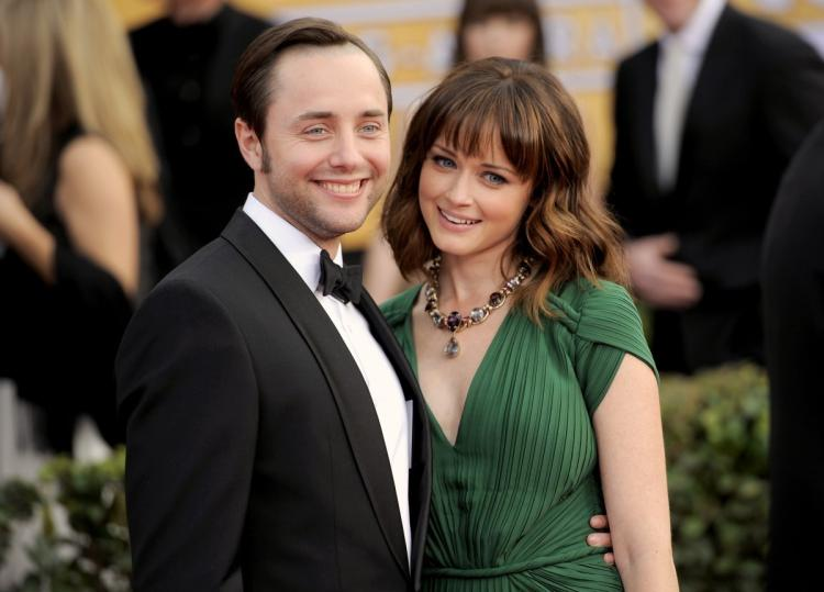 10 Down-to-Earth Celebrities Who Know How to Keep Life Simple _ Alexis Bledel _ vincent Kartheiser _ everything inspirational