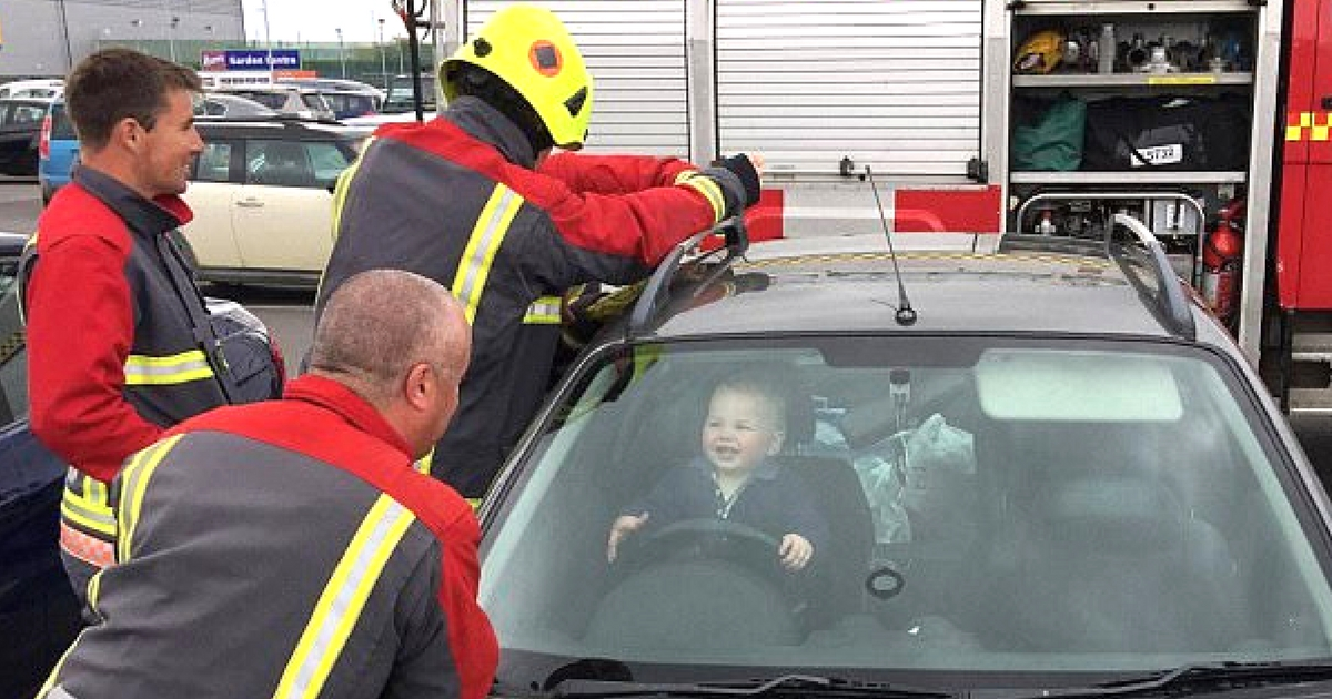 everything inspirational - toddler locks himself in car and laughs -1