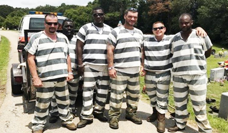 Six Inmates Save Correctional Officer Who Had A Medical Emergency _ everything inspirational