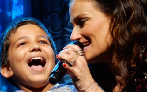 "Boy Wows Idina Menzel When He Sings ""Let It Go"""
