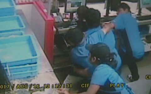 Domino's Pizza Employees Bravely Fight Off An Armed Robber _ everything inspirational