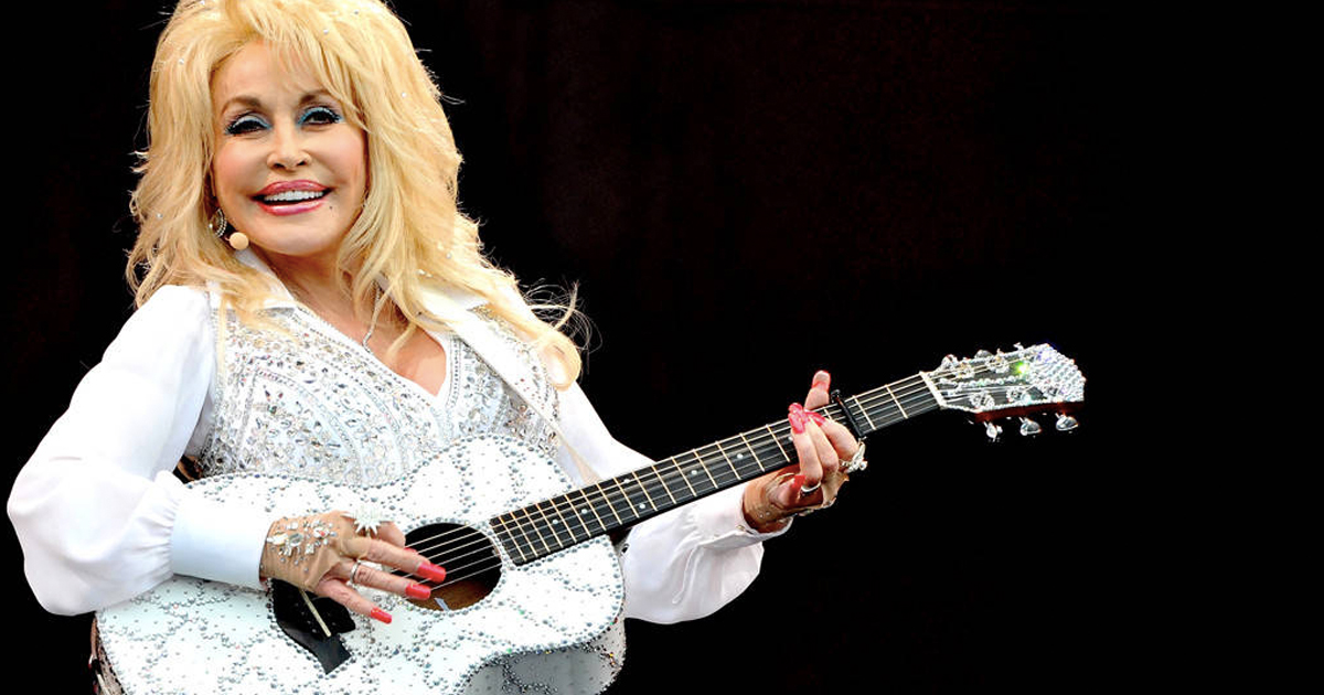 11 Times Famous Celebrities Responded to Online Attacks with Humor _ dolly parton _ everything inspirational