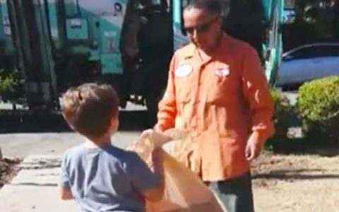 Garbageman Gives Special Gift to Boy Who Waits for Him Every Week_ everything inspirational