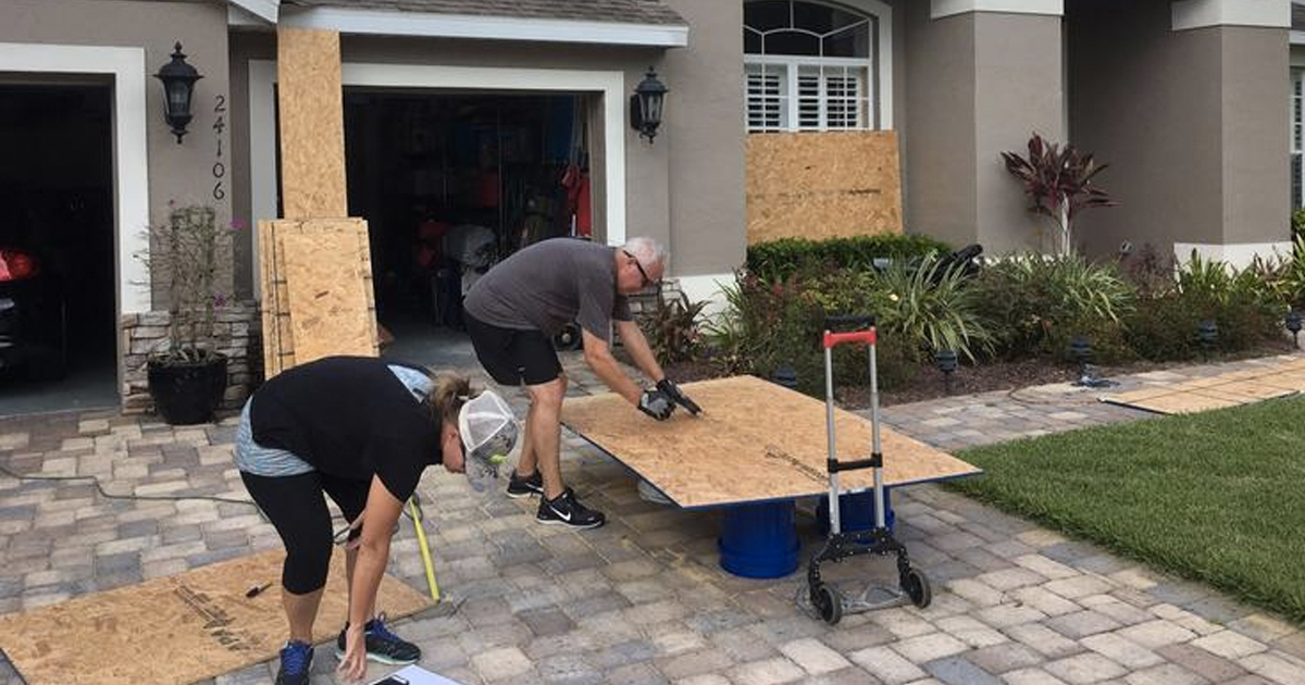 Hurricane Irma Strangers Help Others _ Everything Inspirational
