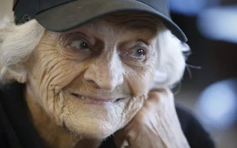 92-Year-Old McDonald's Cook Credits Long Life to Morning Routine in Mirror _ everything inspirational