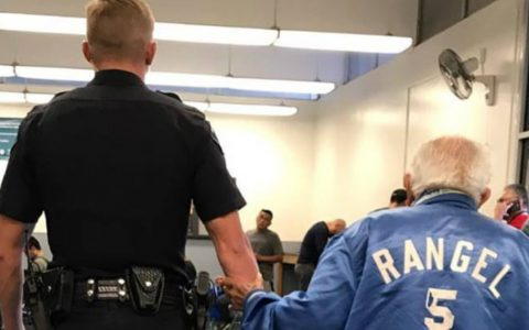 Police Officer Escorts Elderly Man From The Bank_everything inspirational