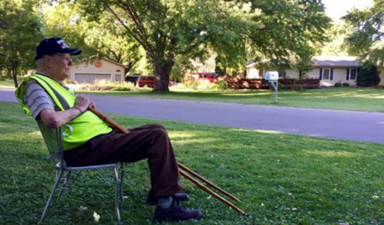 Neighborhood Leaves Empty Chairs For WW2 Veteran And It Is Moving_ everything inspirational