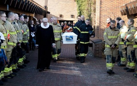 ove funeral firefighters _ everythinginspirational